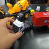 Khung xe và thùng xe làm bằng hợp kim nguyên khối rất bền và chắc chắn, cầm rất chắc tay