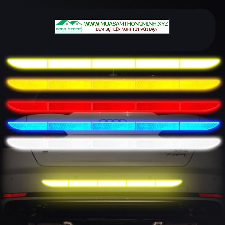 Tem phản quang dán cản sau xe ô tô giúp lái xe an toàn